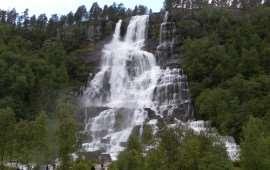 Норвежский водопад Твинфоссен