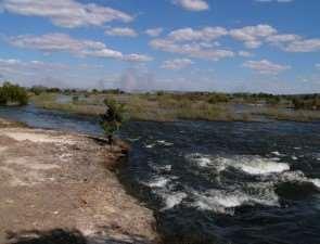 На берегу реки Замбези