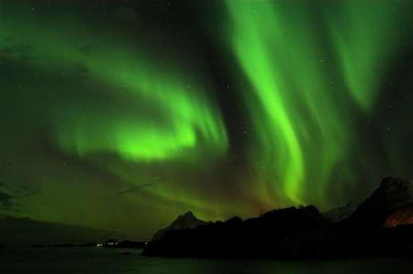 Северная Норвегия. Сияние над рыбачьем