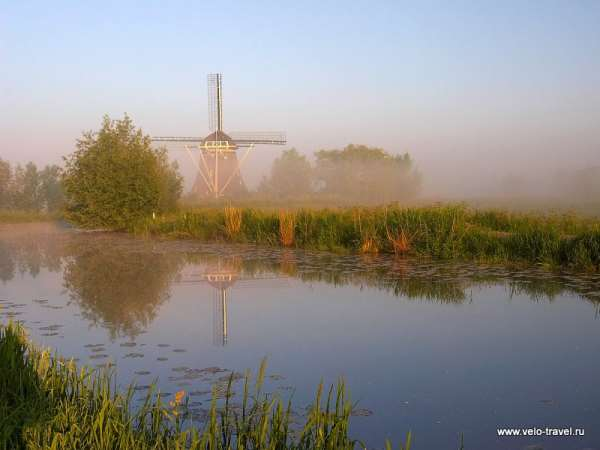 Windmill on the River Gein in Early Morning, Abcoude, Holland