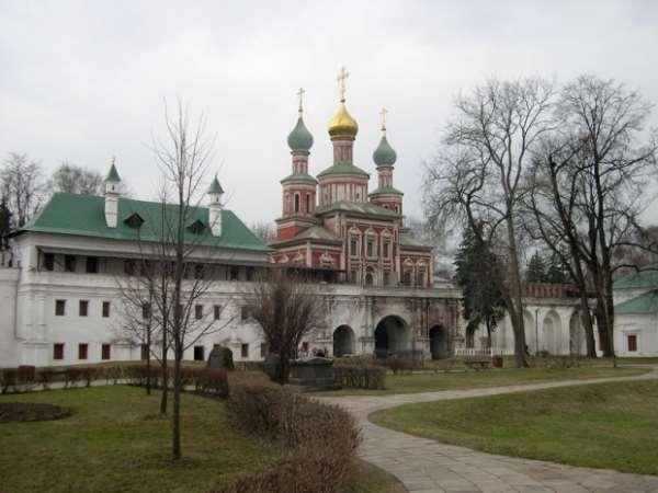 Надвртаная церковь Москва