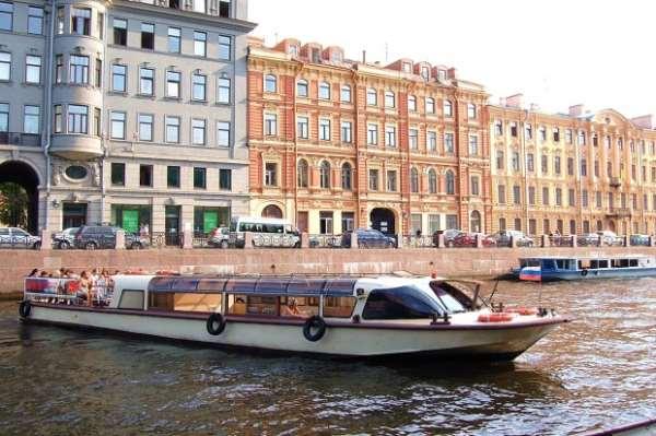 Путешествие на теплоходе по Санкт-Петербургу