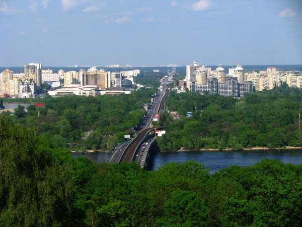 Киев в зелени листвы