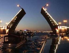 Какие места посетить во время экскурсии по Санкт-Петербургу