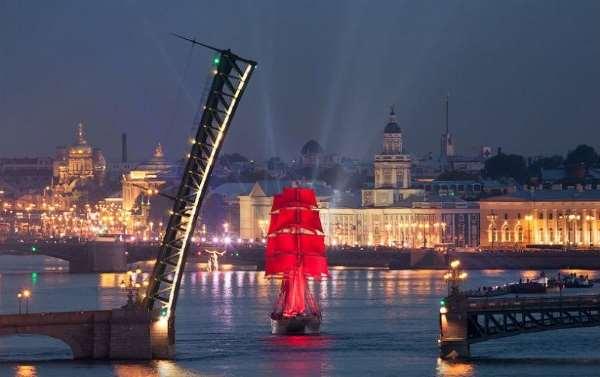 Романтичная поездка в Санкт-Петербург