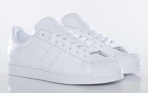 купить білі кросівки