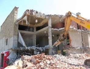 Особенности проведения демонтажных работ со зданием