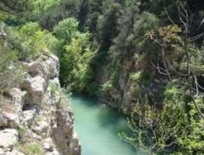 Почему стоит посетить Чернореченский каньон в Севастополе