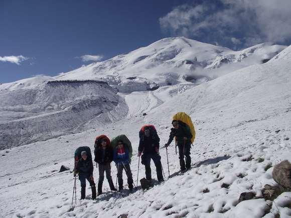 Восхождение на Эльбрус с Запада: кому подойдет, что нужно учитывать