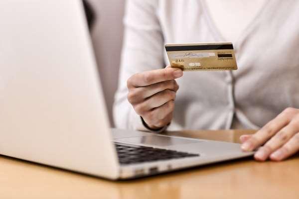 Главные преимущества онлайн-займов на банковскую карту