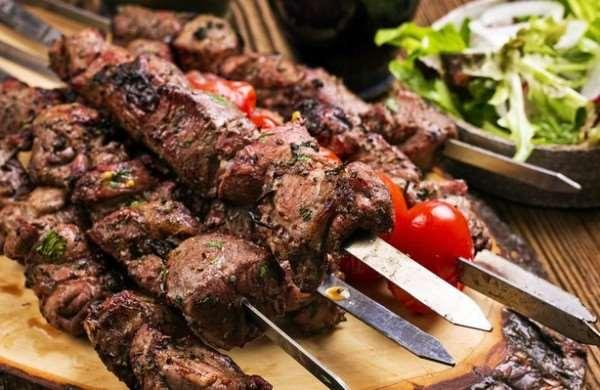 Готовим шашлык правильно. Выбор мяса и маринование.