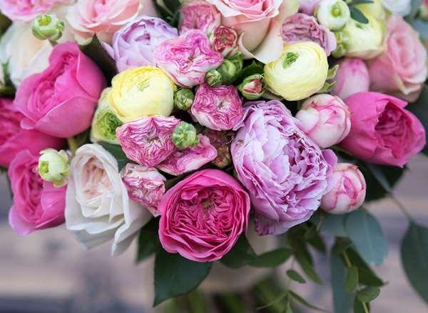 Почему свадебный букет из пионов является идеальным?