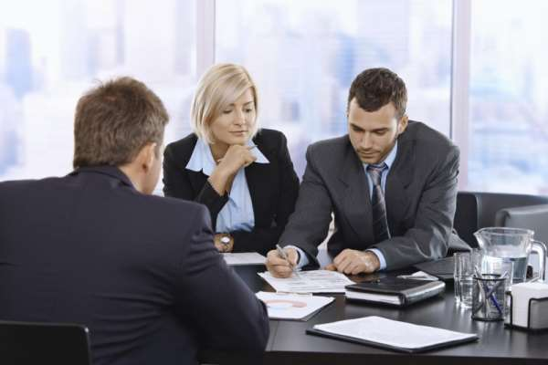 Юридическая помощь: как выбрать адвоката?