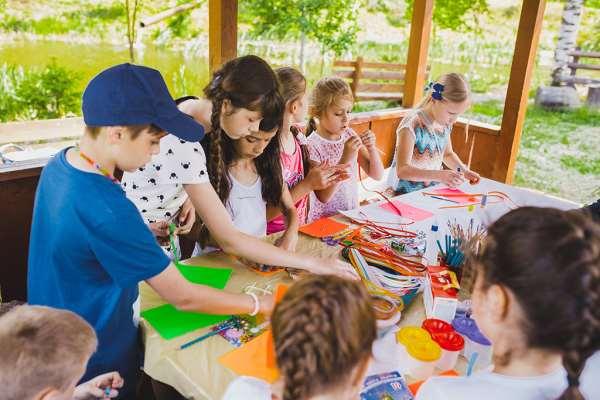 Где можно оформить путевку в хороший детский лагерь в Словакии?