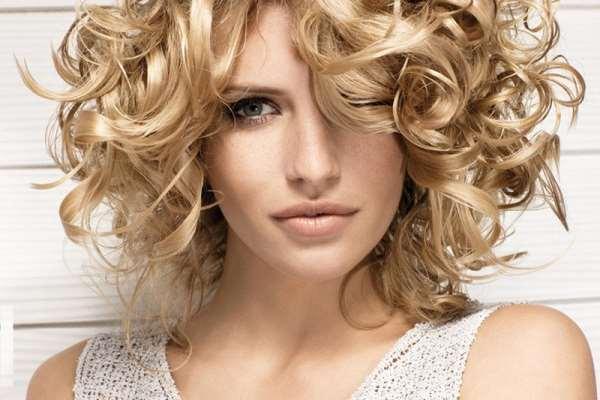 Модные укладки на средние волосы: что сейчас в тренде?