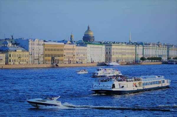 Романтические водные прогулки по Неве