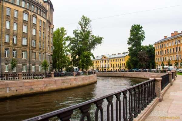 Почему стоит отправиться в пешую экскурсию по Санкт-Петербургу