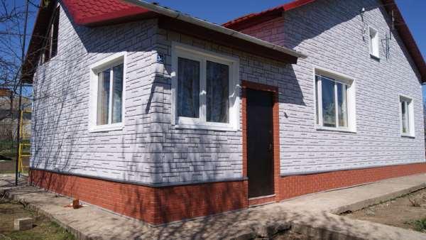 Чем отличаются фасадные панели от аналогичных материалов?