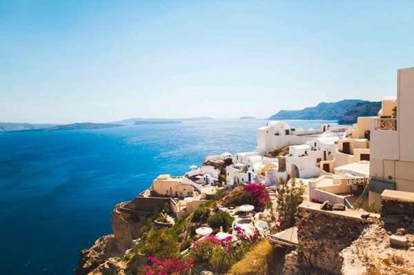 Какие преимущества дает вид на жительство в Греции через инвестиции?