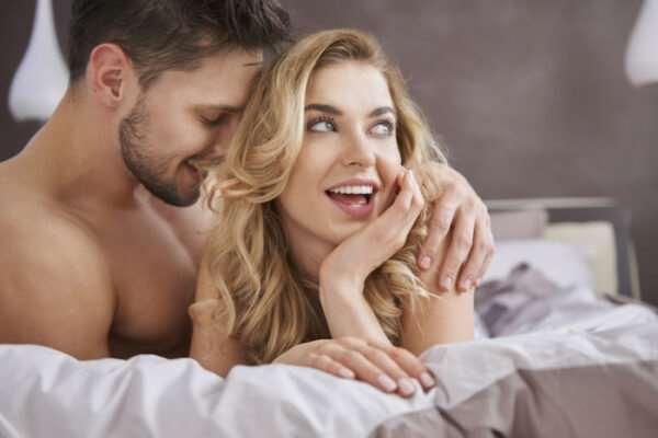Секс в отношениях: когда приходит время интимной близости