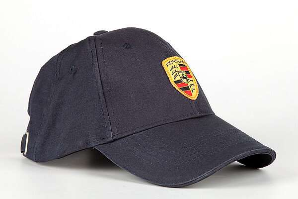 Брендовые кепки – замечательное дополнение многих образов