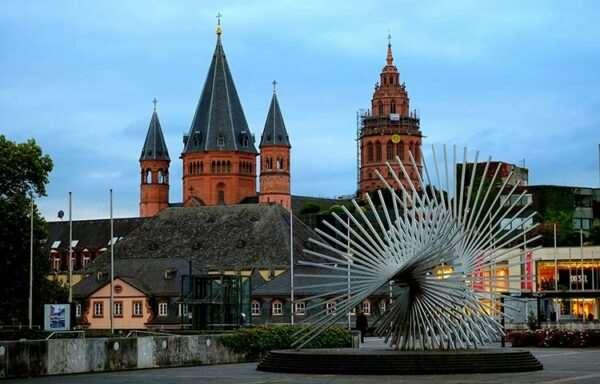 Сколько всего городов расположено на территории Германии?