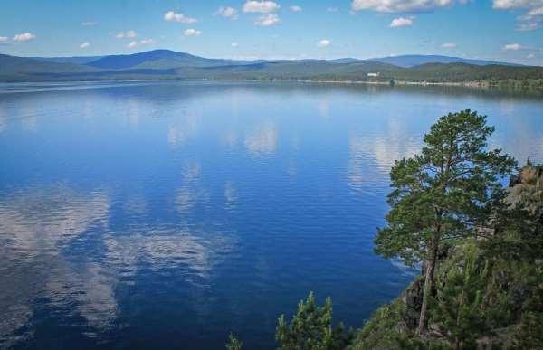Почему туристы стараются попасть на озеро Тургояк