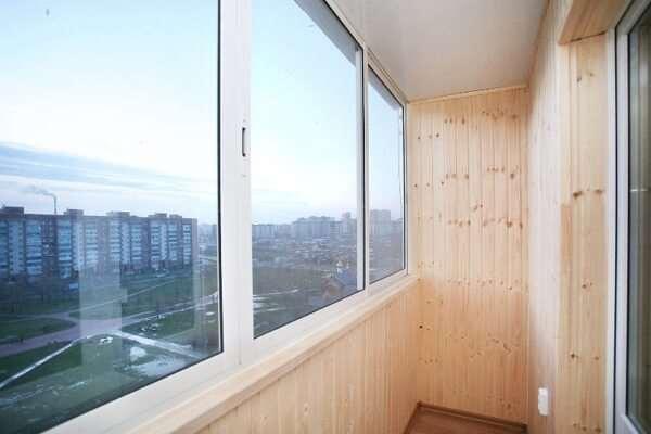 Самые популярные способы остекления балконов и лоджий