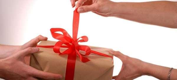 Готовим подарок мужчине своими руками: интересные и веселые идеи