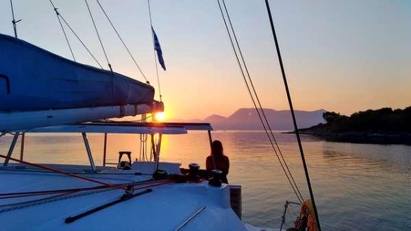 Прогулка на яхте — приятное и интересное времяпровождение с друзьями или парой