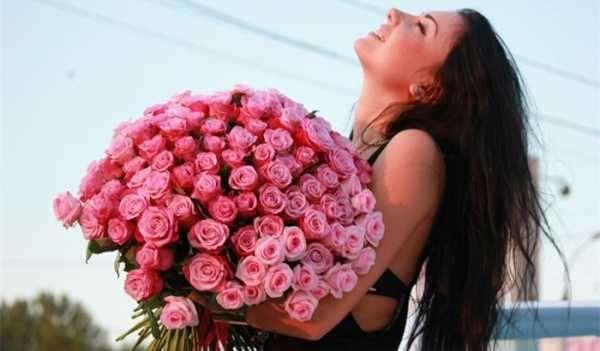 Букет роз — один из лучших подарков любимой девушке