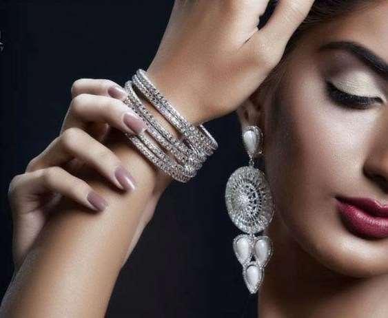 Серебряные украшения для девушки — один из лучших подарков