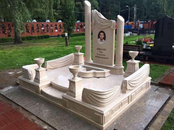 Памятник на могилу: какой вариант использовать?