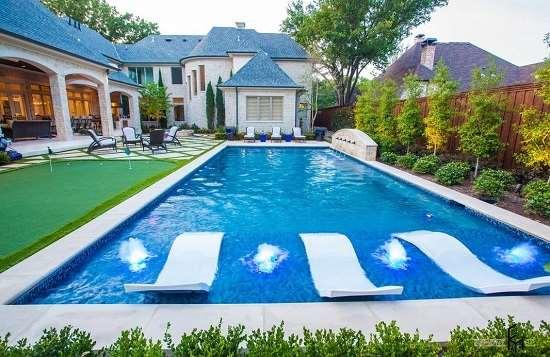 О важности регулярного проведения чистки бассейна