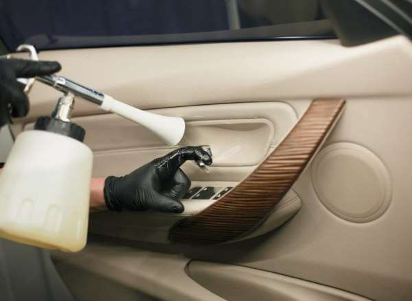 Как выполняется химчистка салона автомобиля?