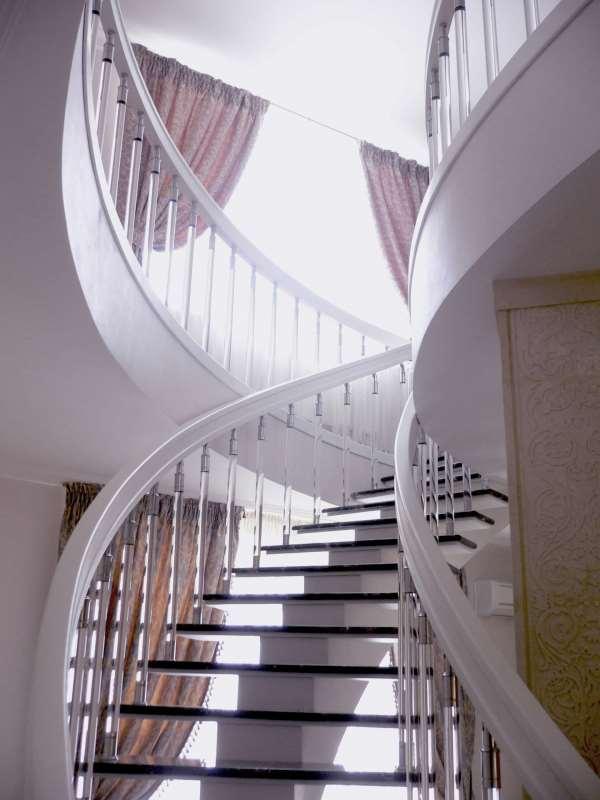 Изготовление стильных и надежных лестниц на заказ