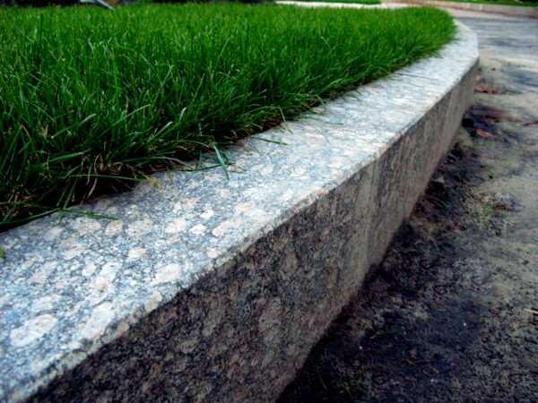 Благоустройство участка за счет бордюрного камня