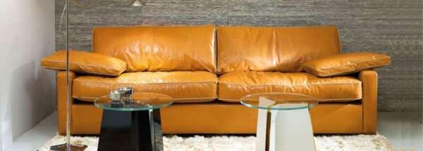 Ремонт мягкой мебели: обращаться ли к спецам?