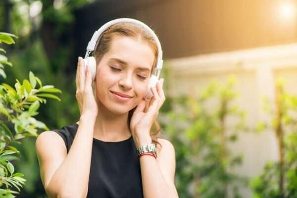 Слушать новинки музыки 2020 онлайн