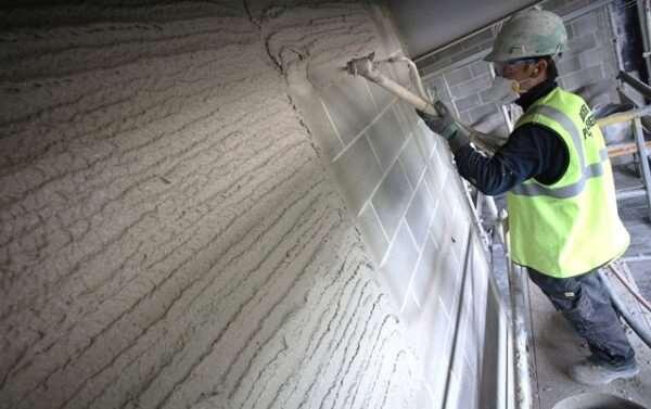 Преимущества машинной штукатурки для стен