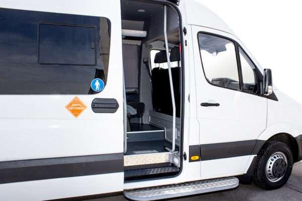 Удобство автоматических дверей для микроавтобусов