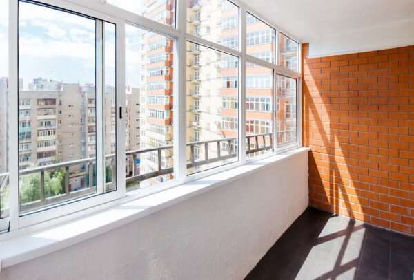 Остекление балконов спецами фирмы «Уютный Дом»