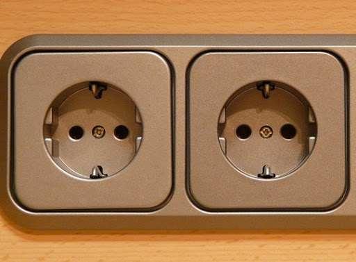 Для чего используются электрические розетки? Их виды.