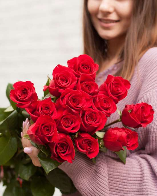 Букет цветов — универсальный подарок женщинам