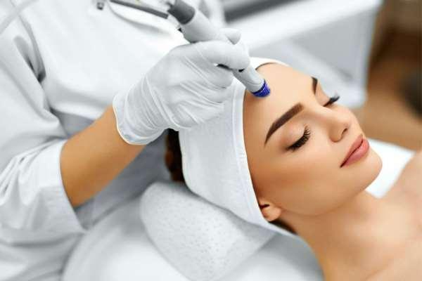 Процедуры чистки лица для омоложения кожи