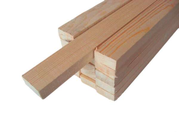Надежная деревянная строганная рейка