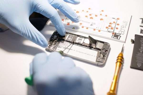 Сложно ли дается ремонт смартфона?