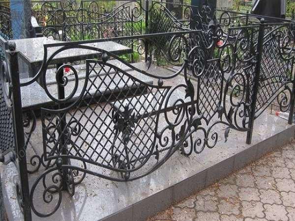 Какие бывают виды оград на могилу?