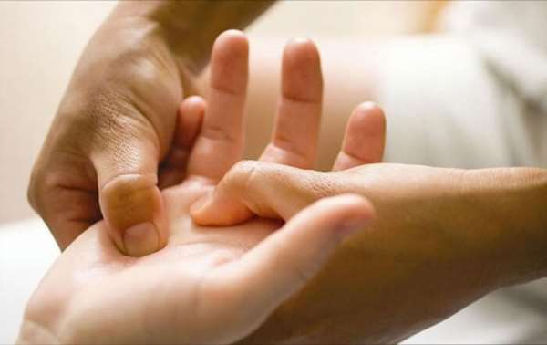 Полезные процедуры массажа рук в Кургане