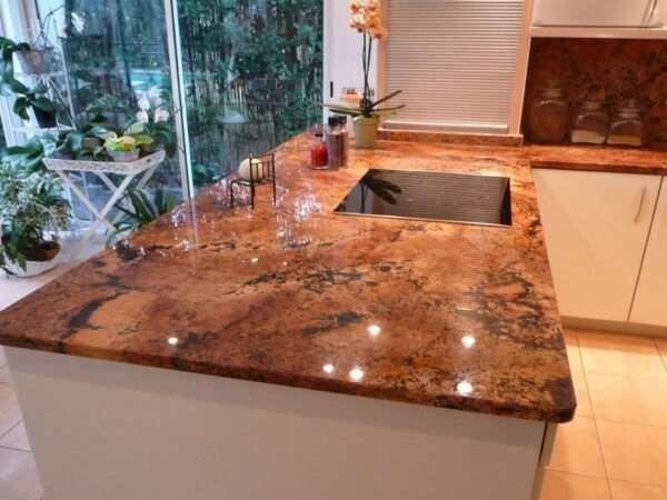 Стильные кухонные гранитные столешницы